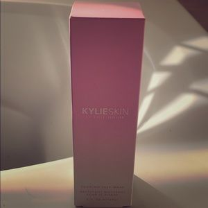 Kylie Skin by Kylie Jenner Foaming Face wash